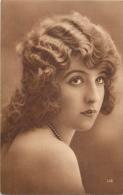 DIVERS 1105  CPA    Femme  Belle Carte - Women