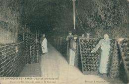 51 MAREUIL SUR AY / De Grandclos Et Cie, Remuage Du Vin Dans Les Caves / - Mareuil-sur-Ay