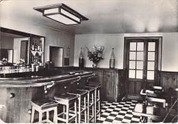 78 -LES ESSARTS LE ROI - L'AUBERGE : Le Bar - Jolie CPSM Dentelée Noir Blanc GF - Yvelines - Les Essarts Le Roi