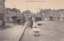 CPA .  02 . SAINT-QUENTIN . PLACE DU 8 OCTOBRE . TRAMWAY . CALECHE - Saint Quentin