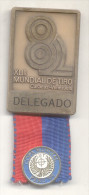 MEDALLA DE DELEGADO AL XLIII CAMPEONATO MUNDIAL DE TIRO CARACAS VENEZUELA AÑO 1982 MEDALLA PLUS COPA MUNDIAL DE TIRO 95 - Gettoni E Medaglie