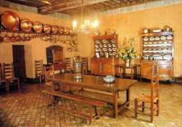 17  ST PORCHAIRE Chateau De La Roche Courbon Salle A Manger, Poutres Peintes Sous Henri IV, Sol En Paves Terre Cuite XVI - Autres Communes
