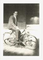 Photo Amateur Homme Sur Son Vélo - Cyclisme