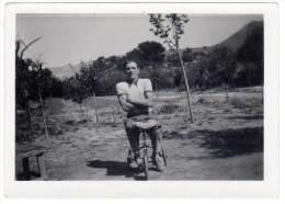 Photo Amateur, Homme Sur Tricycle D'enfant - Cyclisme