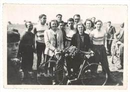 Photo Amateur, Course Cycliste, Coureurs & Bouquet - Cyclisme