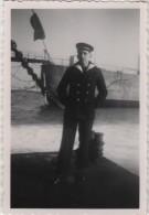 Photo originale Marine BREST marin nomm� devant le Croiseur TOURVILLE