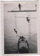 Photo originale Marine BREST  le Croiseur TOURVILLE mont�e par le tangon