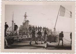 Photo originale Marine BREST  le Croiseur TOURVILLE d�part pour le terrain de sport