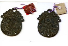 CHINA - VERY OLD COIN OR CHARMS - WITH 8 TRIGRAMMS ´I CHIN BOOK ENGRAVED - USED - Religion &  Esoterik