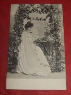 FANTAISIES -  FEMMES -  Jolie Jeune Femme  - Carte Art Nouveau -    (2 Scans) - Femmes