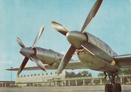 AVIATION CIVILE ~ 1970 - QUADRIMOTEUR à HÉLICES - ILYUSHIN IL 18 - AÉROPORT De VARSOVIE / WARSZAWA AIRPORT (t-629) - 1946-....: Ere Moderne