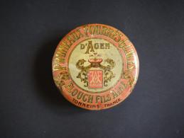 Ancienne Boite En Métal. Ets FLOUCH & FILS TONNEINS Pruneaux D'Agen . Décor De Guirlandes Et Couronne - Boxes
