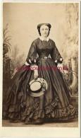 CDV Vers 1860--mode Femme Second Empire-photo G Berthault à Angers-joli Chapeau - Alte (vor 1900)