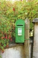 Postcard - Irish Green Lamp Pillar/Post Box. M&AS2/3-12.13 - Postal Services