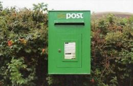 Postcard - Irish Green Modern Pillar/Post Box. M&AS2/4-12.13 - Postal Services