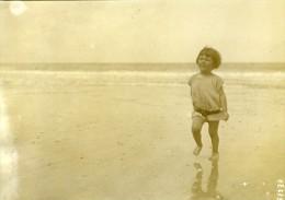 France Enfant Sur La Plage Bords De Mer Ancienne Photo Meurisse 1912 - Places