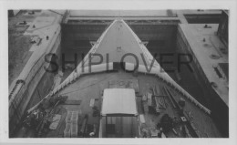 paquebot fran�ais NORMANDIE en construction au bassin  - photo authentique des ann�es 30s- bateau/ship/schiff