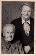 Photo Originale Vieux & Vieilles - Portrait De 2 Vieilles En 1950 - Cravate En Dentelles - Légende - - Personnes Identifiées