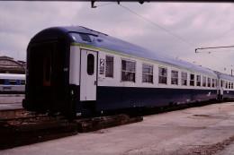 Photo Diapo Diapositive Train Wagon Locomotive Voiture Couchettes De 2ème Classe Le 25/05/1999 VOIR ZOOM - Diapositives