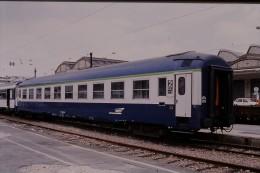 Photo Diapo Diapositive Train Wagon Locomotive Voiture Couchettes De 2ème Classe Le 23/06/1999 VOIR ZOOM - Diapositives