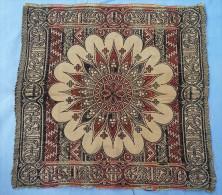 Carré De Textile Asiatique Doux Et Souple Tapisserie? Petit Tapis? Element De Coussin?- Frais Et Port Offert - Rugs, Carpets & Tapestry