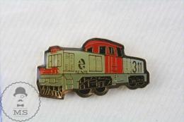 Spain RENFE 311 Locomotive Train Engine - Pin Badge - Transportes