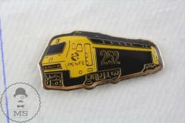 Spain RENFE 252 Locomotive Train - Pin Badge - Transportes