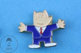 Barcelona 1992 Olympic Games, Cobi Mascot In Blue Suit Pin Badge - Juegos Olímpicos