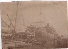 Photo Originale Marine Bateau Et Lieu à Identifier Devant Le Paquebot Sontay 23 Avril 1915 Afrique Coloniaux - Boats