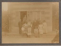 """Photo Originale Cartonnée CDV  FAMILLE élégantes Et Chaise Roulante En Bois Vers 1900 à """" LA PUREE """" - Brouette - Anonyme Personen"""