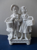 - Jeune Couple En Bisquit Avec Vase à L'arrière - - People