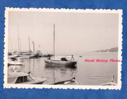 Photo ancienne snapshot - Port de plaisance � situer - voir Phare - SAINT TROPEZ ? - Bateau Ship Boat