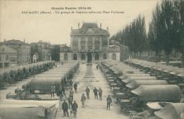 55 BAR LE DUC / Un Groupe De Camions Militaires Place Exelmana / - Bar Le Duc