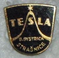 Nikola TESLA Company Czechoslovakia Electronic Industry Strasnice Pins Badges - Markennamen
