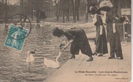 CPA De 1911 - LA MODE NOUVELLE - Les Jupes Pantalons - Au Bois - Le Déjeuner Des Cygnes - France