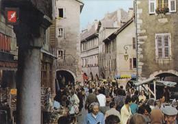 Annecy Le Marché Dans Les Vieux Quartiers - Annecy-le-Vieux
