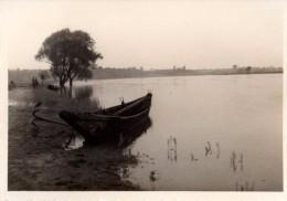Photo Originale Barque de rivi�re, Lac - P�che, Barque en bois avec gros ancre - Paysage sympa -