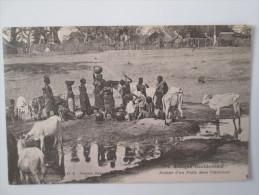 AFRIQUE OCCIDENTALE. AUTOUR D UN PUITS DANS L INTERIEUR - Cartes Postales