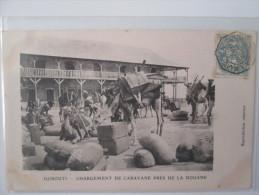 DJIBOUTI . CHARGEMENT DE CARAVANE PRES DE LA DOUANE . CHAMEAU  . DOS 1900 - Congo Français - Autres