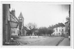 Is-sur-Tille (21) - Place Wilson et l'Eglise. Bon �tat, semi-moderne, non circul�