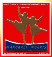 SUPER PIN´S DANSE : HOMMAGE à La CHOREGRAPHE Britannique Margaret MORRIS émail Grand Feu Base Or - Muziek