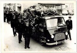 Dédicace 1966 VERITABLE PHOTO NON Dentelée MARIGNANE Pompes Funèbres GRAUGNARD  Ses Funérailles Militaire Voitures 2CV - Lieux