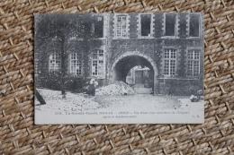 Carte Postale Ancienne Guerre De 1914 Arras Vue D'une Cour Intérieure De L'Hôpital Après Le Bombardement - Arras