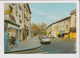 CPM - SORGUES - Cours République - Vieille Voiture Ancienne Citroen  Ds - Sorgues