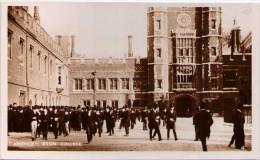 Absence - Eton College - Angleterre