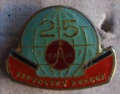 Nikola TESLA Company Czechoslovakia Electronic Industry Liptovsky Hradok Pin Badge - Marques
