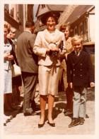 Photo Originale Famille - Groupe Familial Lors D'une Cérémonie Dns Les Années 70 - Mode Blazer Et Pantalon De Flanelle - Professions