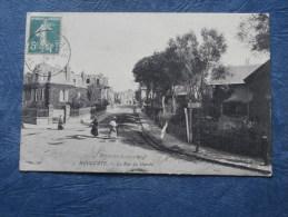 Houlgate  La Rue Du Marché - Animée - ND 143 - Circulée 1907 - L243 - Houlgate
