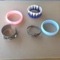 Bijoux. 42. Lot De Cinq Bracelets - Bracelets