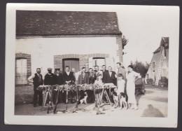 BELLE PHOTO ARRABLOY LOIRET 1938 ( CHASSE CHASSEURS CHIENS ) - Lieux